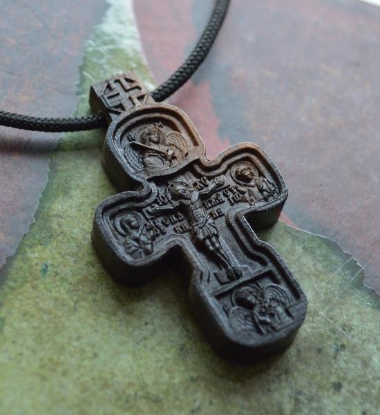 Крестик из эбена Распятие с Предстоящими, Архангелы Михаил и Гавриил